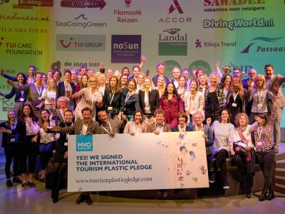 100 companies in tourism sign at ANVR's Sustainability event to reduce plastic waste at holiday destinations